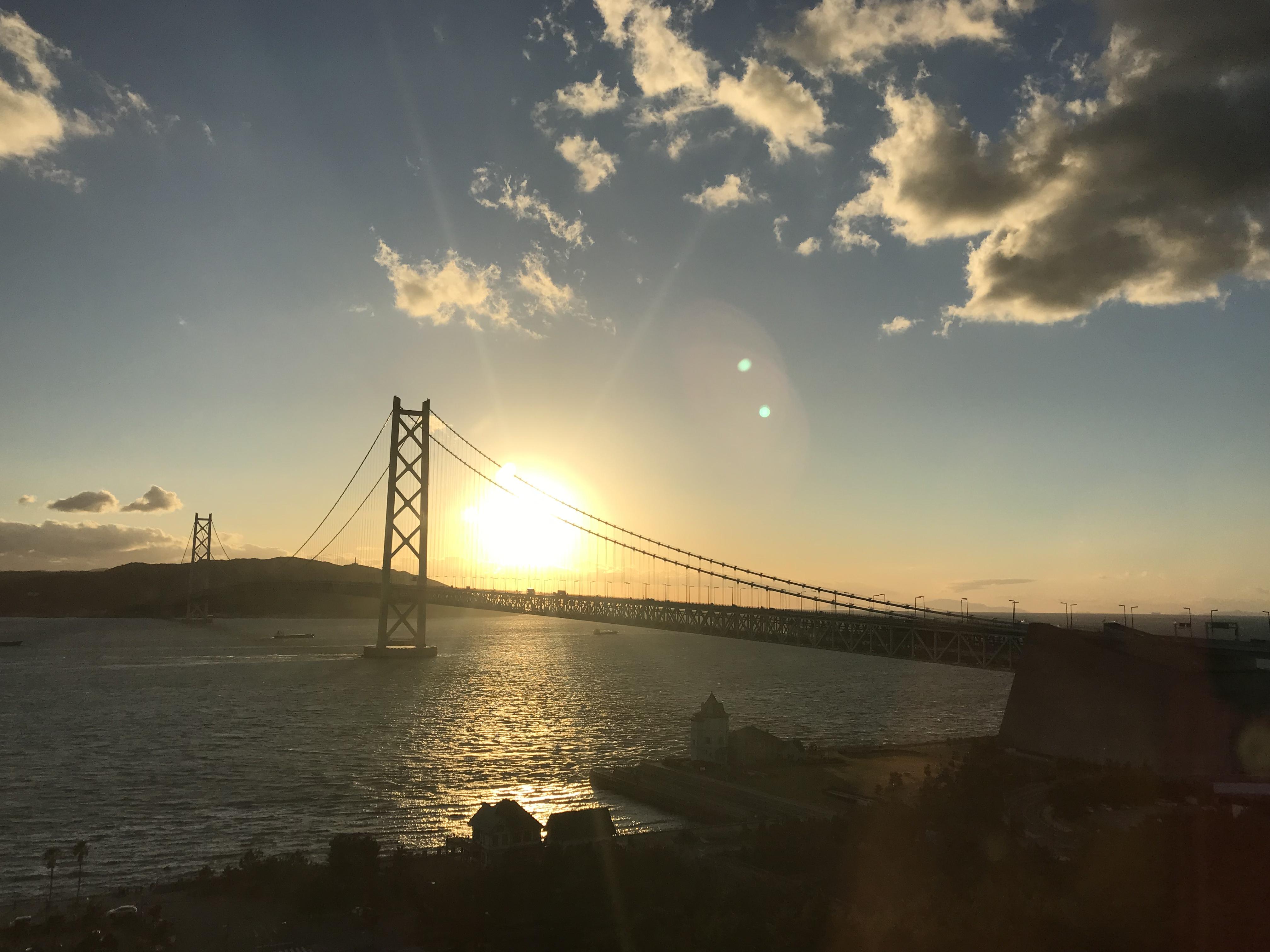 シーサイドホテル舞子ビラ神戸の客室から眺める明石海峡大橋