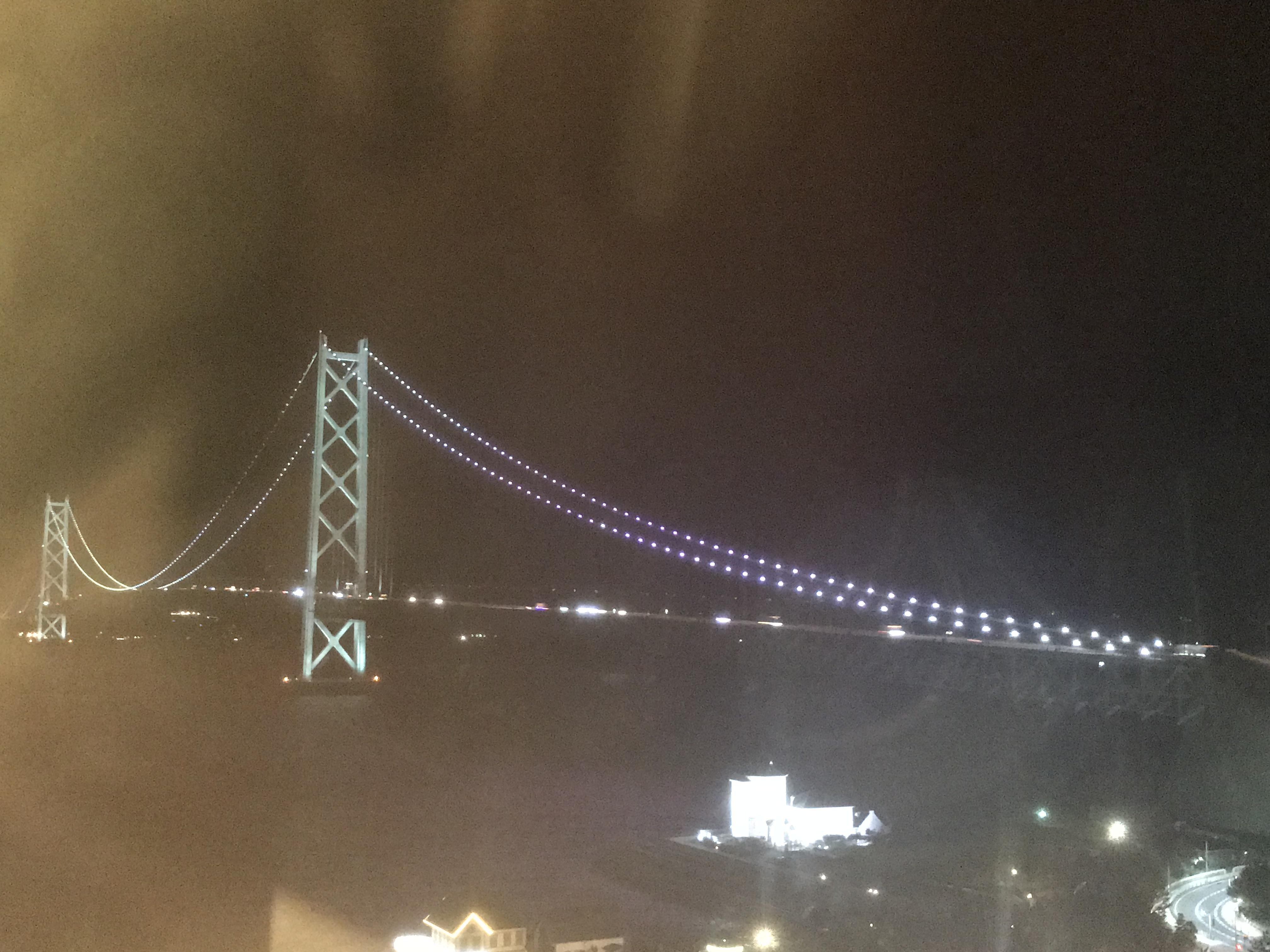 シーサイドホテル舞子ビラ神戸から眺める夜の明石海峡大橋