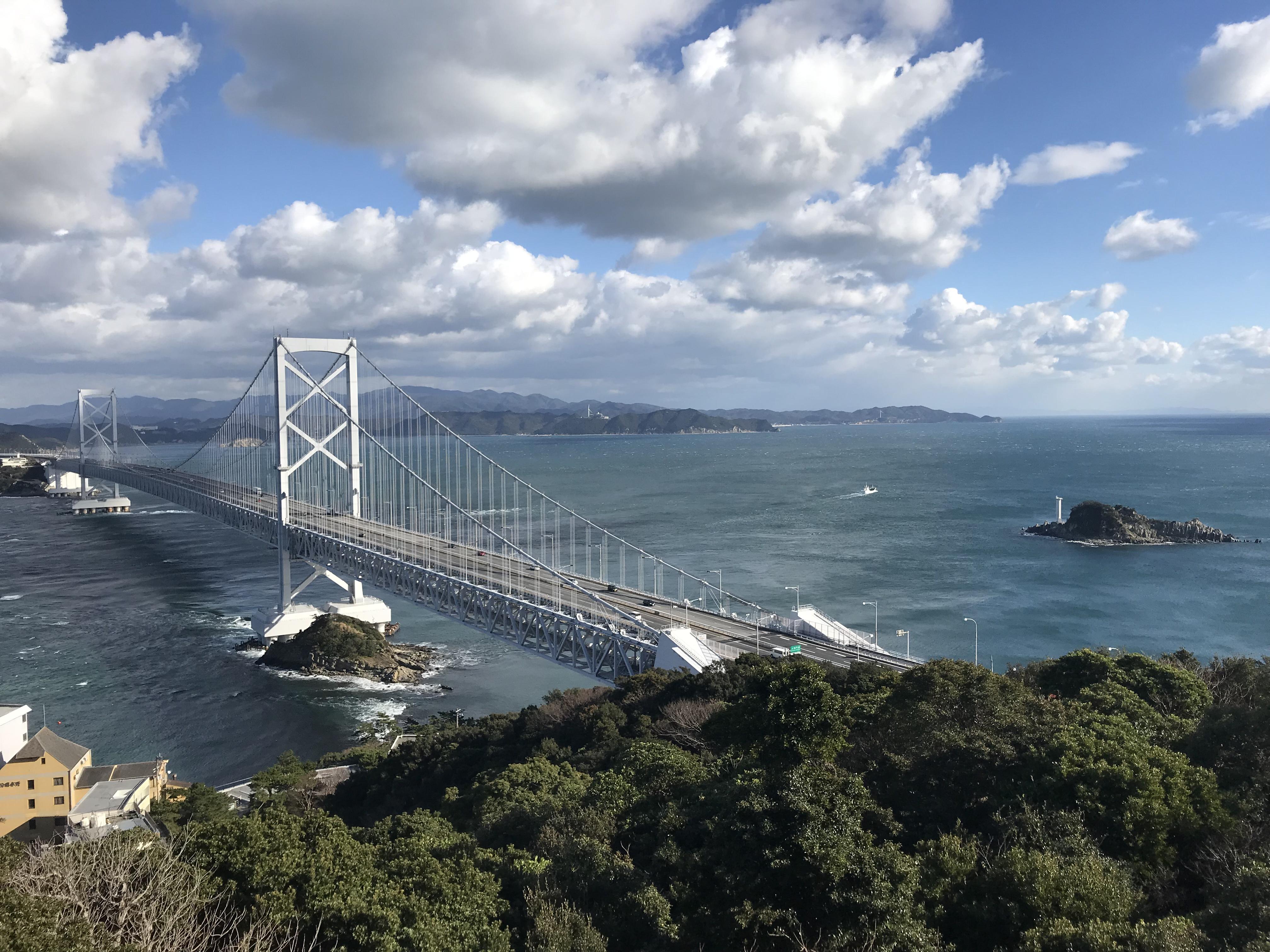 エスカルヒ鳴門展望台から眺める鳴門大橋