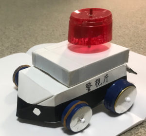 自由工作のパトカー